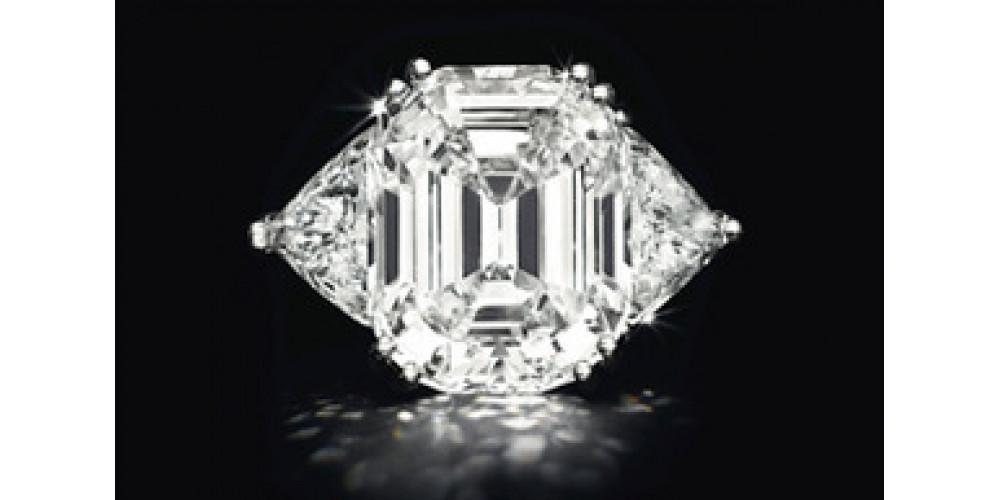 Алмазы показанные в Нью-Йорке на аукционе Кристи