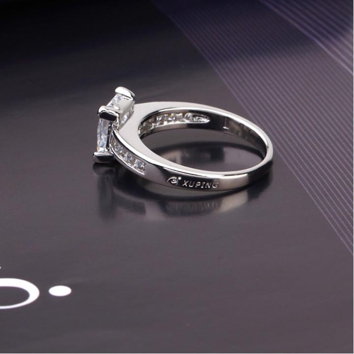 Кольцо с цирконами X10574
